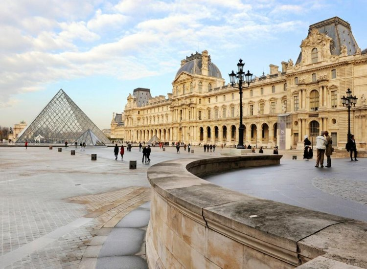 Louvre Museum<br> Highlights for Families