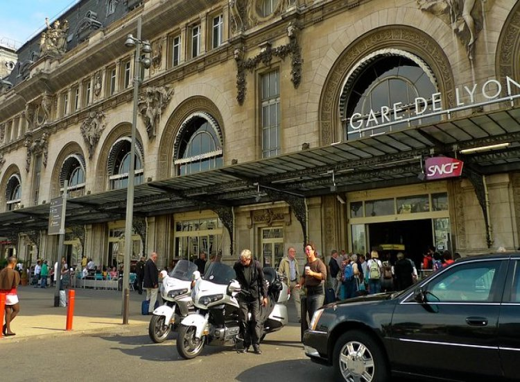 Private Transfer: <br>Paris Hotel to a Railway Station