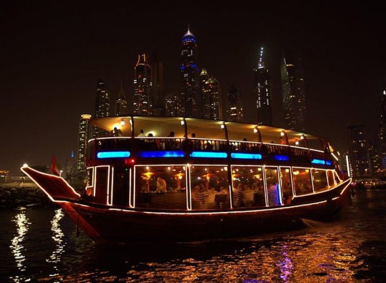Traditional Dinner Boat<br>Buffet Dinner<br> Live Shows